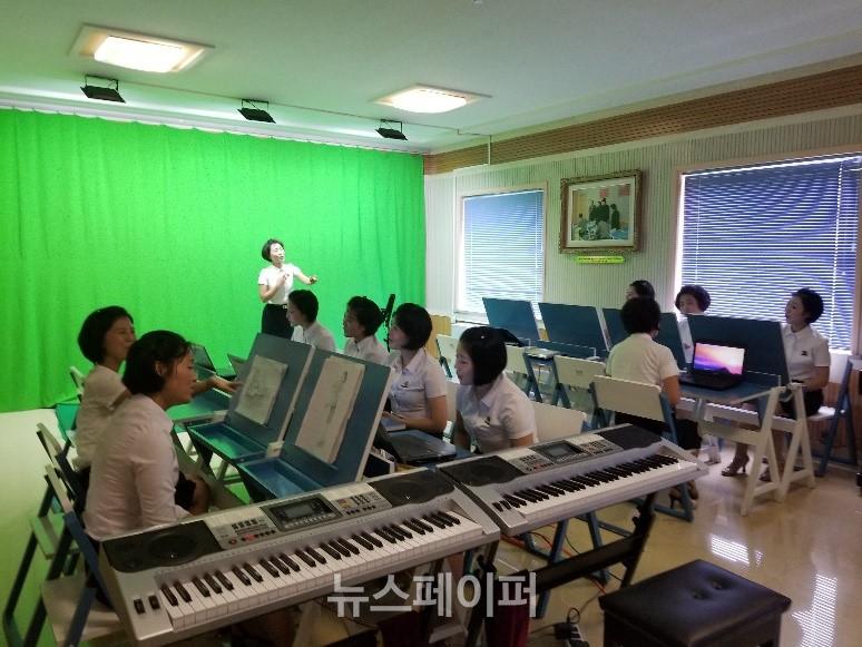 평양교원대 음악교육과 학생들의 소조활동
