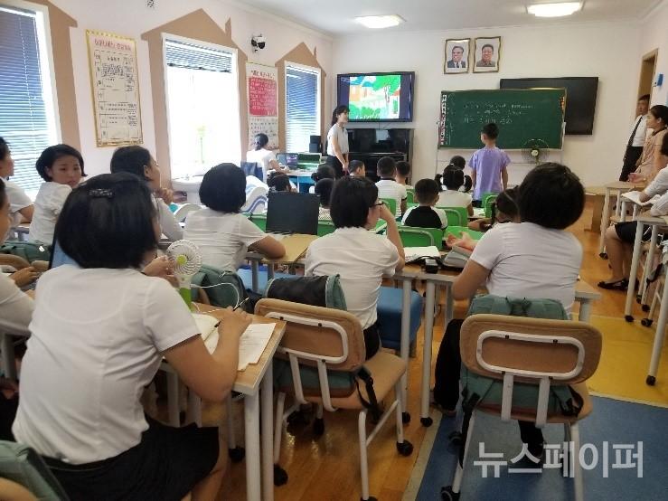 평양교원대 학생의 시범수업과 참관