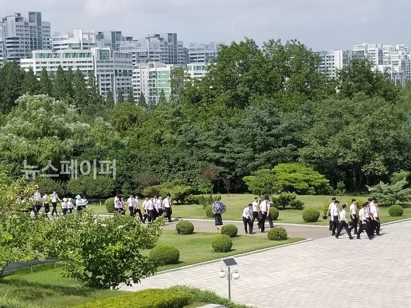 방학 중 학교에 나온 김일성 종합대학 학생들